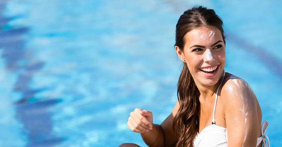 ¿Puede el protector solar obstruir tus poros?