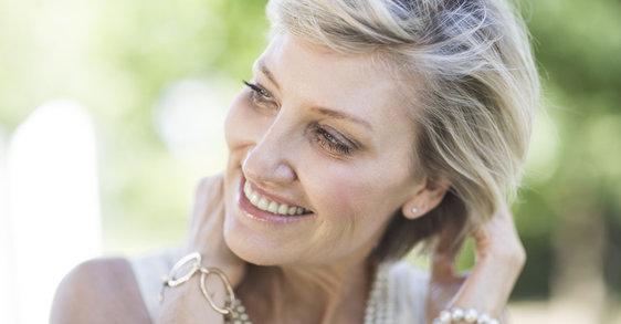 Posmenopausia: mejora el cabello fino con estos ingredientes