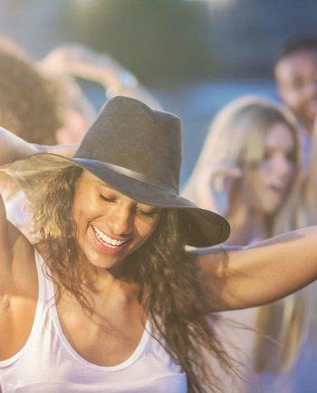 Guerreras de fin de semana: ¿dormir poco afecta la piel?