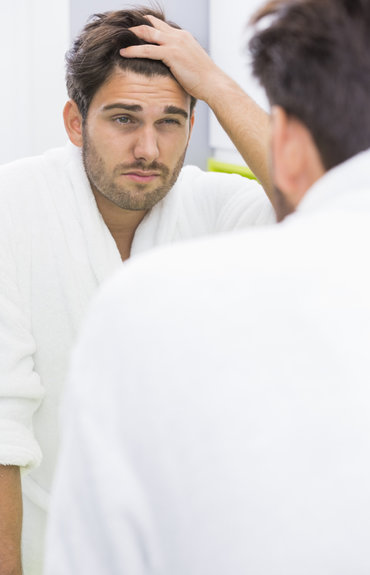 ¿Cómo combatir la caída del cabello en hombres?