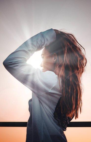 Caspa y Estrés: ¿Sabías que una de las principales causas de la caspa es el estrés?