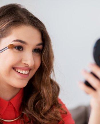 Consejos expertos para maquillar la piel con acné