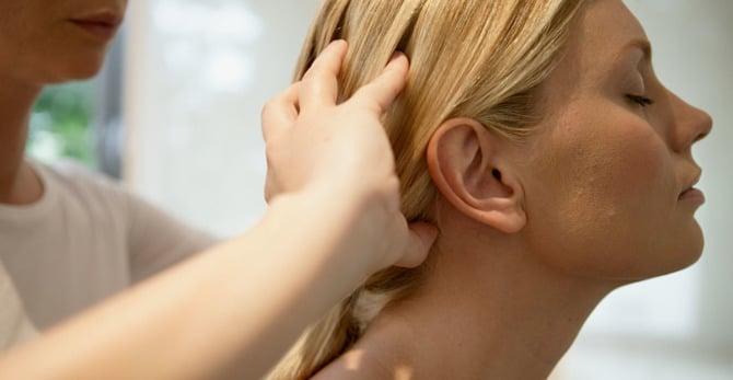 Cuidado Capilar: ¿Como un masaje en el cuero cabelludo puede ayudar a estimular el crecimiento del cabello?