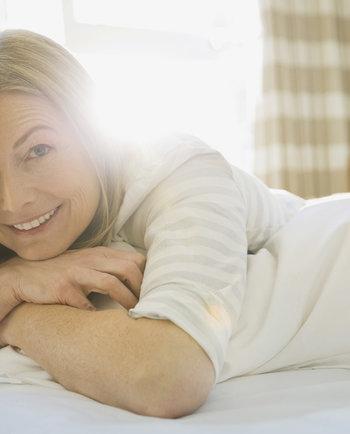 ¿Qué efecto tiene la hormona DHEA en la piel?