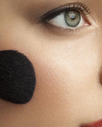Las dos caras del maquillaje: salud y belleza